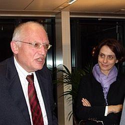 Кипърски депутат иска разследване за тъмните финансови връзки на Ферхойген и Барозу с Анкара.