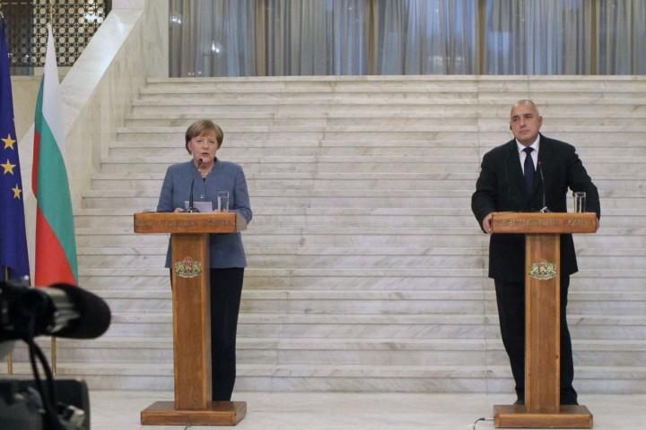 Във връзка с отношенията между Турция и ЕС и предвижда
