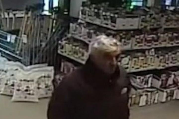 Снимка: Издирват мъж, намерил портмоне с 1500 лв. и не го върнал