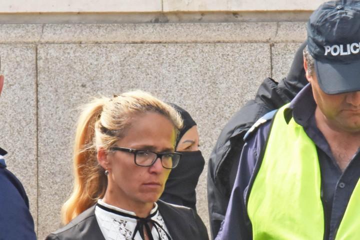 Иванчева беше арестувана от маскирани служители на новата Комисия за